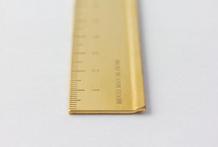 Midori Brass regla detalle